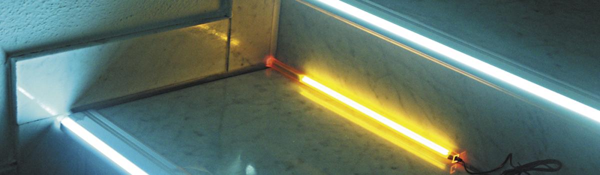 beleuchtetes Treppenstufenprofil in einem Kino