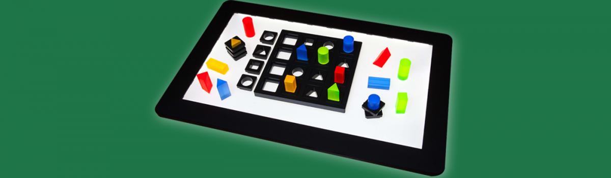 Das neue Spiel B.4N mit Matrizen und Spielsteinen